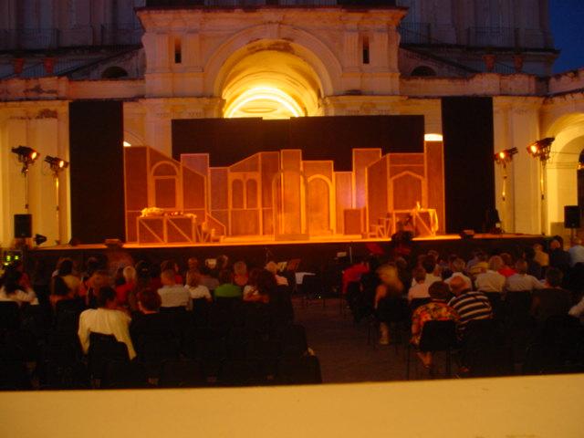 Commedia ridicolosa, di Adria Mortari,regia di Adria Mortari, musiche e direzione d' orchestra di Antonello Paliotti Villa Campolieto, Ercolano (NA)