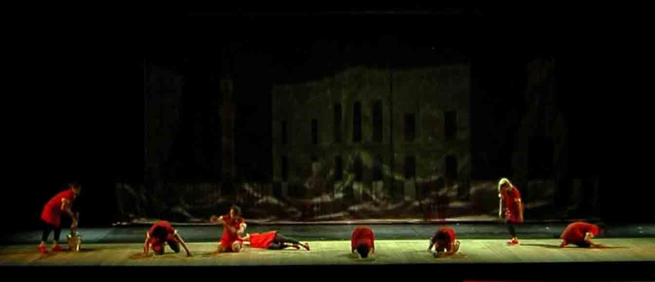 Foto di scena Beltà poi che t'assenti anno 2013 Ideazione e coreografia di Adriana Borriello musiche di Carlo Gesualdo (Madrigali) e di Paolo Demitri e Antonella Talamonti (creazioni originali) Costumi: Teresa Acone Luci: Franco Marri Rassegna Gesualdo Danza 2013, in collaborazione con l'Accademia Nazionale di Danza di Roma, Teatro Carlo Gesualdo di Avellino 27 Aprile 2013