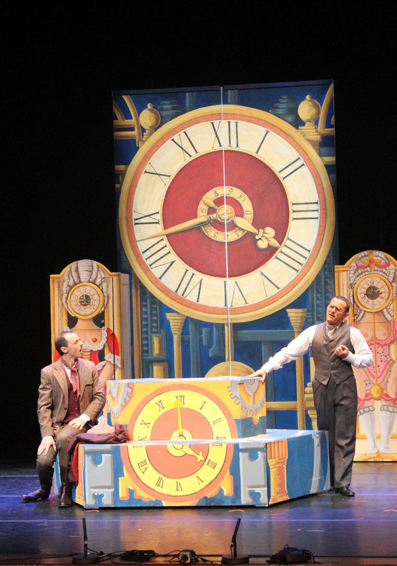 Foto di scena L'Heure Espagnole anno 2012 Commedia musicale inn un atto di Maurice Ravel, testo di Franc Hanin Regia: Cesare Scarton Costumi: Laura Viani Roma: 11, 12, 14 Settembre 2012