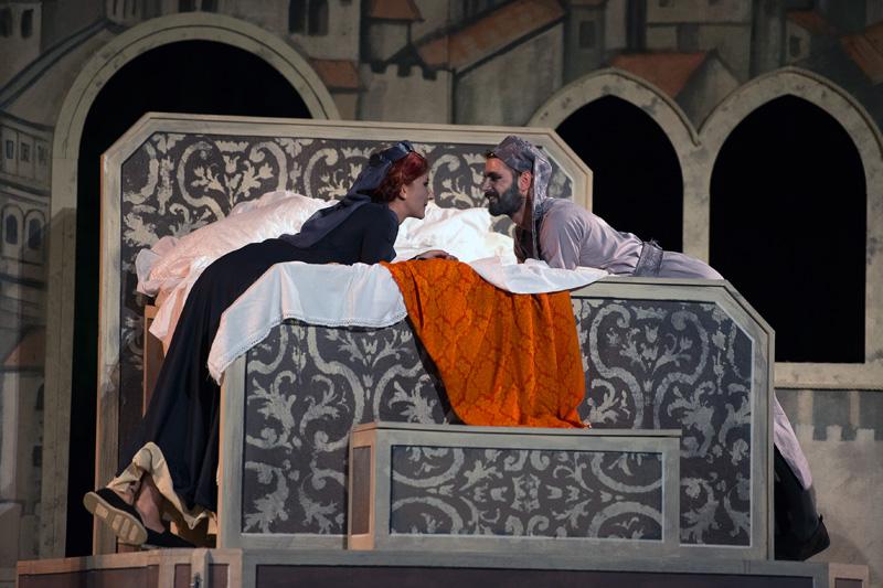 Gianni Schicchi Anno 2014 opera in un atto di: Giacomo Puccini Libretto di: Gioacchino di Forzano Regia: Emanuele Di Muro Teatro Romano Benevento, 31 Agosto 2014.